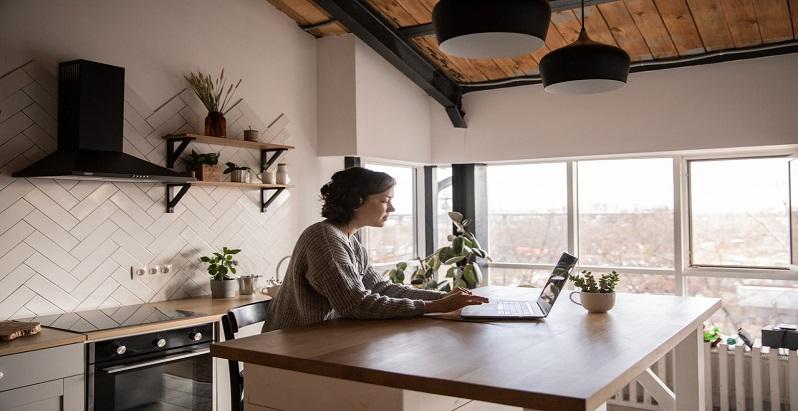 Cum iti poti construi o cariera de succes daca muncesti remote