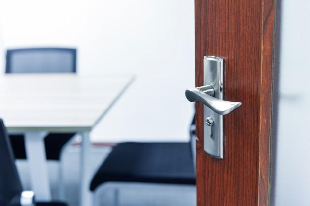 Cum alegi usa potrivita pentru biroul firmei tale?